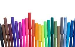 Insieme delle penne di indicatore di colore isolate su fondo bianco Fotografie Stock