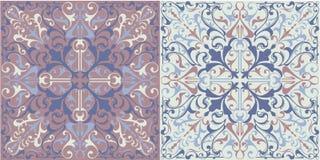 Insieme delle piastrelle di ceramica senza cuciture retro nei colori blu e beige con i modelli etnici d'annata e nei motivi flore Immagine Stock