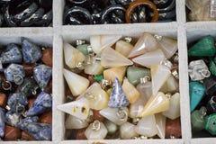 Insieme delle pietre preziose minerali naturali di vario tipo Fotografie Stock