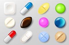Insieme delle pillole e delle capsule dell'antidolorifico Compresse di vitamine per i buona salute e farmaci dell'antibiotico in  royalty illustrazione gratis