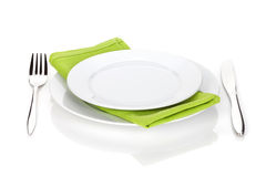 Insieme delle posate o dell'argenteria della forcella e del coltello con i piatti Fotografia Stock
