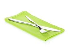 Insieme delle posate o dell'argenteria della forcella e del coltello sopra l'asciugamano di cucina Fotografia Stock