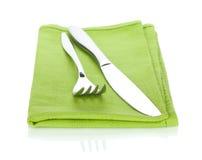 Insieme delle posate o dell'argenteria della forcella e del coltello sull'asciugamano Fotografia Stock Libera da Diritti