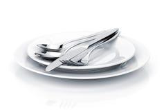 Insieme delle posate o dell'argenteria della forchetta, dei cucchiai e del coltello sui piatti Immagine Stock