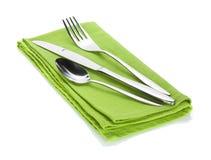 Insieme delle posate o dell'argenteria della forchetta, del cucchiaio e del coltello sull'asciugamano Fotografie Stock