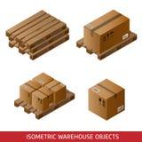 Insieme delle scatole di cartone isometriche e dei pallet isolati su bianco Immagini Stock