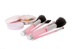 Insieme delle spazzole, delle spugne e dello specchio Immagini Stock Libere da Diritti