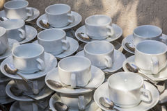 Insieme delle tazze bianche per caffè e tè Fotografia Stock Libera da Diritti