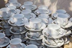 Insieme delle tazze bianche per caffè e tè Fotografie Stock Libere da Diritti