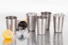 Insieme delle tazze dell'acciaio inossidabile Fotografie Stock