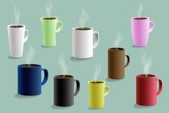 Insieme delle tazze variopinte per le bevande calde Vettore illustrazione vettoriale