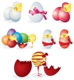 Insieme delle uova di Pasqua e dei pulcini Fotografie Stock Libere da Diritti