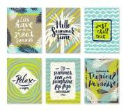 Insieme delle vacanze estive e dei manifesti di vacanza o della cartolina d'auguri tropicali Fotografia Stock