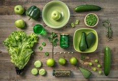 Insieme delle verdure verdi, frutti ordinati, topview Fotografia Stock