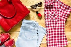 Insieme di abbigliamento urbano femminile Fotografia Stock