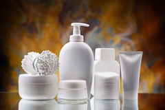 Insieme di bianco degli accessori dello skincare Fotografia Stock