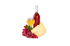 Insieme di bianco e delle bottiglie di vino rosato, glas ed uva rossa e bianca del formaggio. Immagini Stock Libere da Diritti