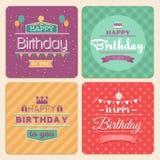 Insieme di carta di vettore di buon compleanno nella retro progettazione royalty illustrazione gratis