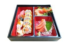 Insieme di color salmone di bento dei sushi dell'alimento giapponese famoso delizioso autentico immagini stock