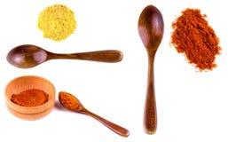 Insieme di curry in una ciotola sui precedenti bianchi immagine stock