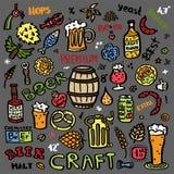 Insieme di elementi disegnato a mano della birra del mestiere illustrazione di stock