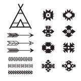 Insieme di elementi etnico azteco, in bianco e nero tribale illustrazione di stock