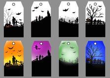 Insieme di etichetta di Halloween con la siluetta dello zombie, del pipistrello, del lupo e della tomba sui precedenti illustrazione vettoriale