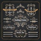 Insieme di etichette nautico d'annata della struttura della corda su fondo di legno scuro Immagini Stock Libere da Diritti