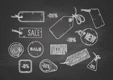 Insieme di etichette di vendita sulla lavagna Fotografia Stock Libera da Diritti