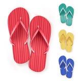 Insieme di Flip Flops Beach Slippers variopinto realistico Immagini Stock