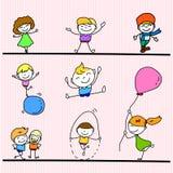 Insieme di gioco felice dei bambini del fumetto del disegno della mano Immagini Stock