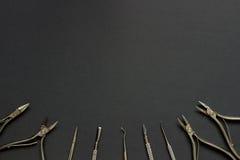 Insieme di manicure sui precedenti scuri Fotografia Stock