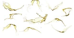Insieme di olio d'oliva che spruzza isolato sul fondo bianco Fotografia Stock