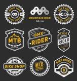 Insieme di progettazione del modello di logo del distintivo della bicicletta illustrazione di stock