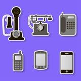 Insieme di retro e telefoni moderni Fotografia Stock