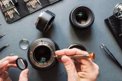 Insieme di riparazione dell'obiettivo della foto Manutenzione dell'ingegnere Immagini Stock