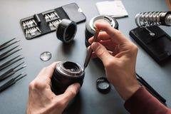 Insieme di riparazione dell'obiettivo della foto Manutenzione dell'ingegnere Fotografie Stock Libere da Diritti