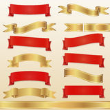 Insieme di rosso e nastri ed insegne dell'oro Fotografie Stock Libere da Diritti