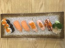 Insieme di Salmon Sushi fotografie stock libere da diritti
