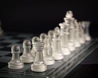 Insieme di scacchi di vetro moderno Fotografia Stock