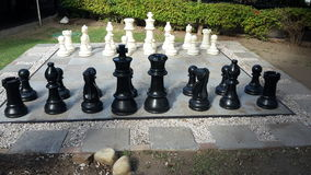 Insieme di scacchi gigante Immagini Stock