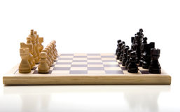 Insieme di scacchi su priorità bassa bianca Fotografie Stock