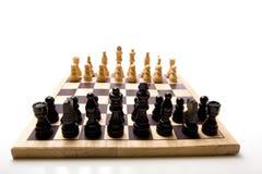 Insieme di scacchi su priorità bassa bianca Immagine Stock