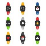 Insieme di smartwatch con differenti immagini su loro come pure diff royalty illustrazione gratis