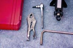 Insieme di strumenti con la chiave e le pinze fotografie stock libere da diritti