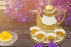 Insieme di tè antico sullo stile dell'annata della tavola Immagine Stock Libera da Diritti