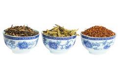 Insieme di tè asciutto rosso, verde e nero, isolato Immagini Stock
