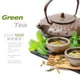 Insieme di tè asiatico con tè verde e la menta fresca secchi Fotografie Stock
