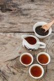 Insieme di tè asiatico del drago su fondo di legno Fotografie Stock