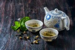 Insieme di tè cinese, tè verde e menta fresca Immagine Stock